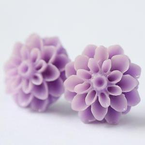 Lavender Chrysanthemum Ear Posts, B..